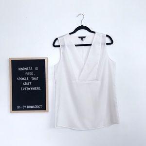 ☀️• White Sleeveless V-neck Blouse •